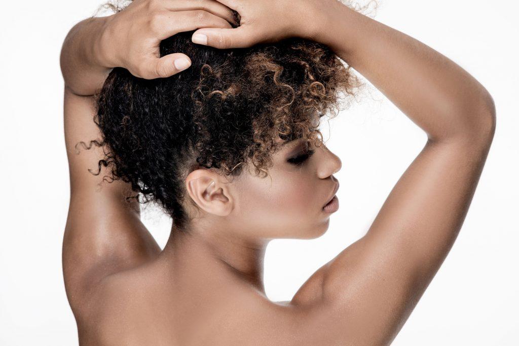 gel aloe vera cheveux bouclés crépus afro