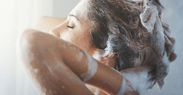 pourquoi choisir un shampoing sans sulfate cheveux bouclés frisés