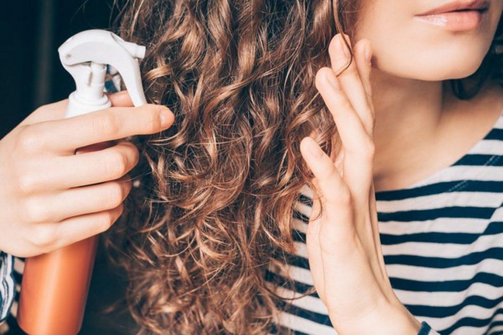 comment hydrater les cheveux boucles