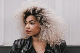 les soins protéines et les cheveux boucles crepus