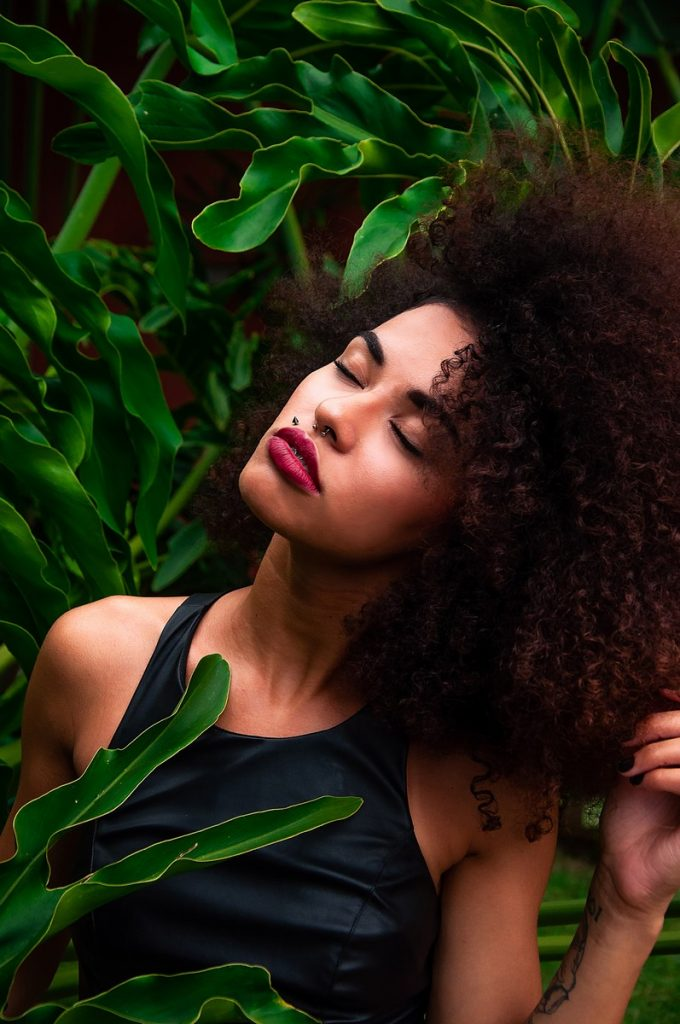 comment eviter la casse des cheveux boucles crepus