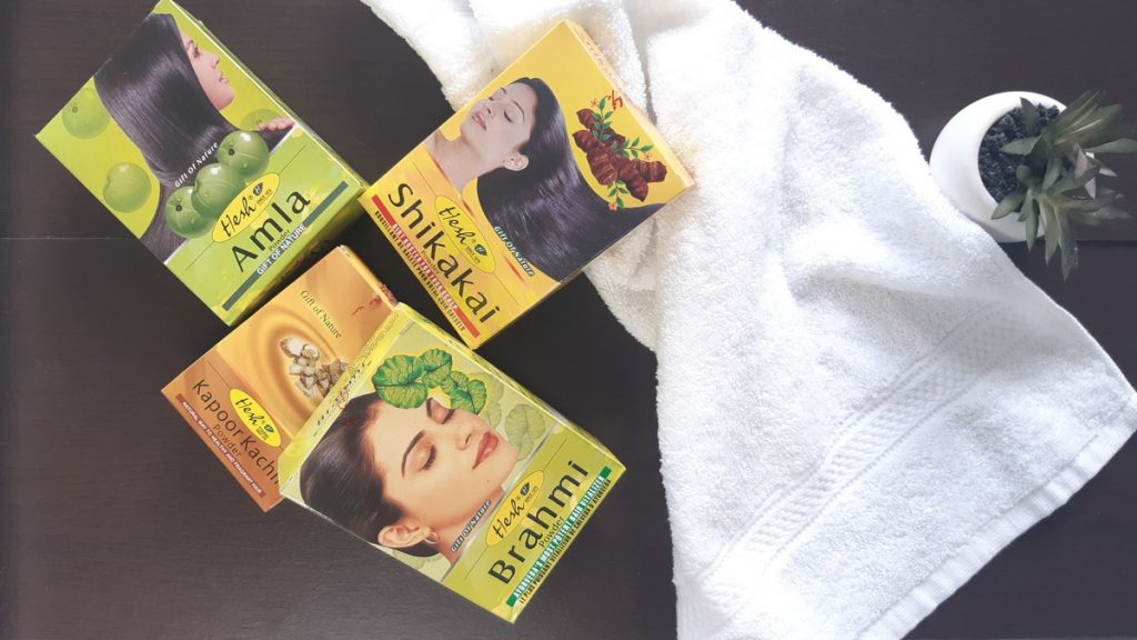 comment utiliser les poudres indiennes cheveux boucles